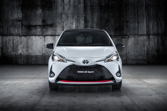 Toyota Yaris them chat the thao voi ban GR Sport hinh anh 1