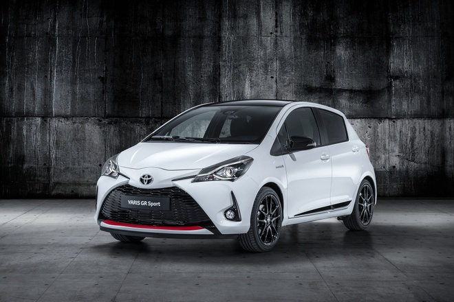 Toyota Yaris them chat the thao voi ban GR Sport hinh anh