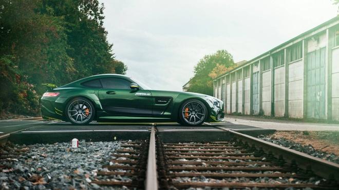 Mercedes-AMG GT than boc vinyl dac biet hinh anh 3