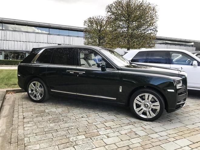 Sieu SUV Cullinan cua Rolls-Royce bat dau den tay khach hang hinh anh 2