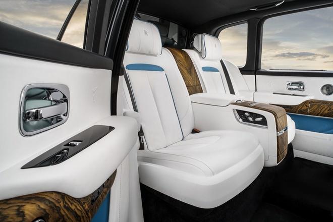 Cullinan được phát triển trên cùng nền tảng limousine Phantom thế hệ thứ 8 mới nhất có kích cỡ thậm chí lớn hơn một số dòng xe SUV khác. Chiều cao và chiều rộng của Cullinan nhỉnh hơn một số mẫu Phantom, tuy hai dòng xe này có cùng tổng khối lượng là 2.600 kg.