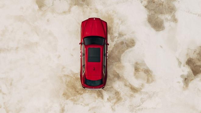 Xe siêu sang mới của Rolls Royce được trang bị động cơ tăng áp kép V12, dung tích 6.75L cùng hợp số tự động 8 cấp, cho công suất 563 mã lực (420 kW) và mô-men xoắn cực đại 850 Nm tại 1.600 vòng/phút.