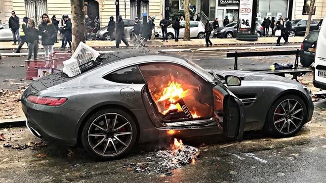 'Ao khoac vang' dap pha Porsche 911 Cabriolet hinh anh