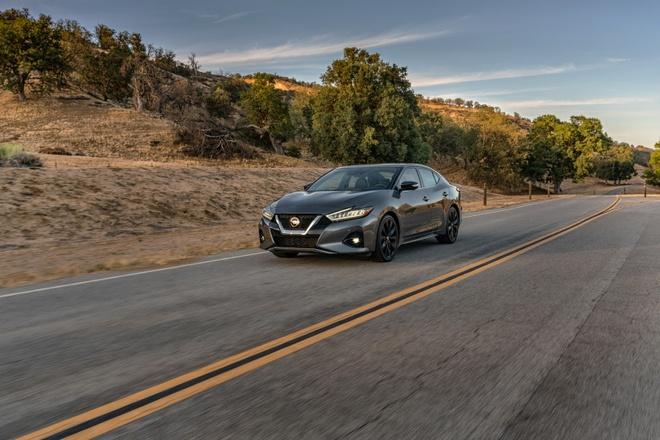Nissan Maxima 2019 chot gia tu 33.950 USD anh 1