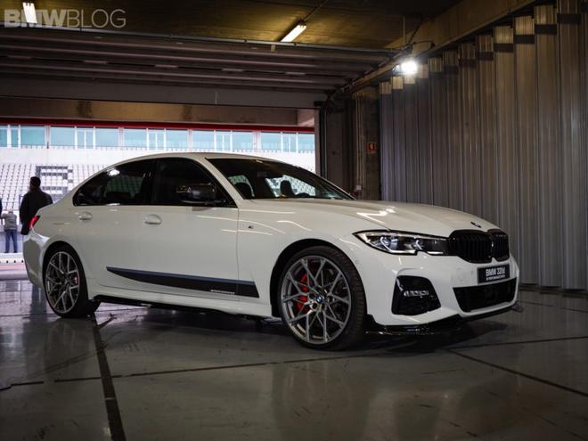 BMW khoe 3 Series moi dieu khien bang cu chi hinh anh 1
