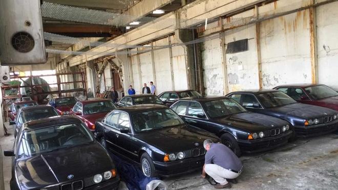 Dan xe BMW doi 1994 chua lan banh bi bo hoang anh 1
