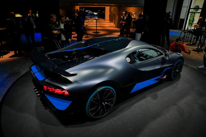 Ban suat mua Bugatti Divo lai ngay 2 trieu USD hinh anh 4