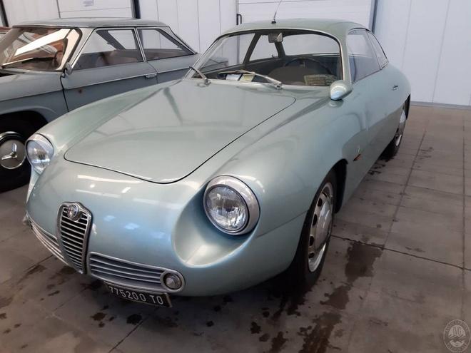 Chiec Alfa Romeo hang hiem bi bo hoang 35 nam duoi tang ham hinh anh 2