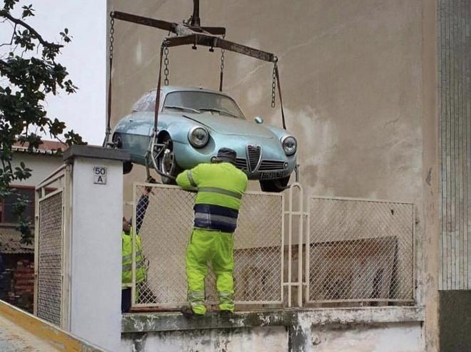 Chiec Alfa Romeo hang hiem bi bo hoang 35 nam duoi tang ham hinh anh 1