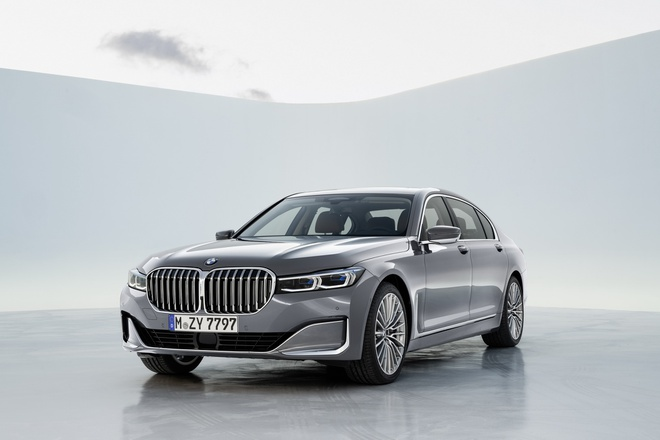 BMW 7-Series 2020 chot gia re hon Mercedes-Benz S-Class hinh anh 1