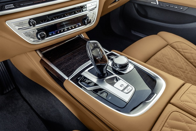 BMW 7-Series 2020 chot gia re hon Mercedes-Benz S-Class hinh anh 5