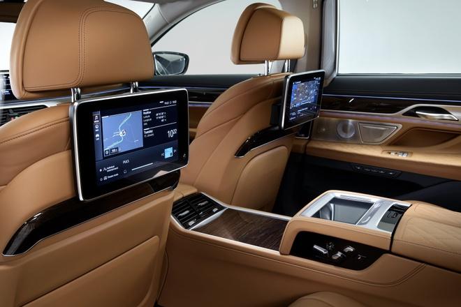 BMW 7-Series 2020 chot gia re hon Mercedes-Benz S-Class hinh anh 6