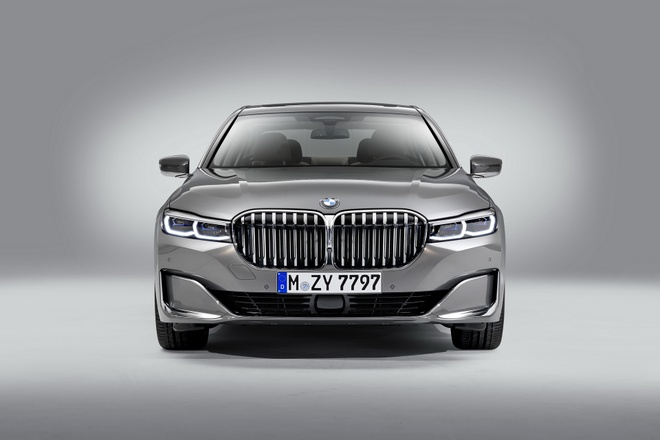 BMW 7-Series 2020 chot gia re hon Mercedes-Benz S-Class hinh anh 7