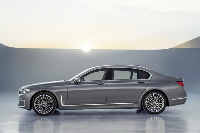 BMW 7-Series 2020 chot gia re hon Mercedes-Benz S-Class hinh anh 8
