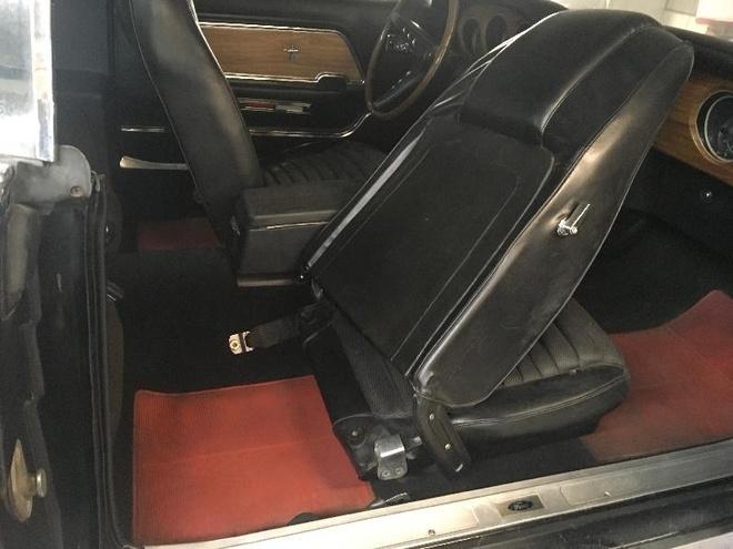 'Ngua hoang' Ford Mustang phu bui 39 nam trong garage hinh anh 4