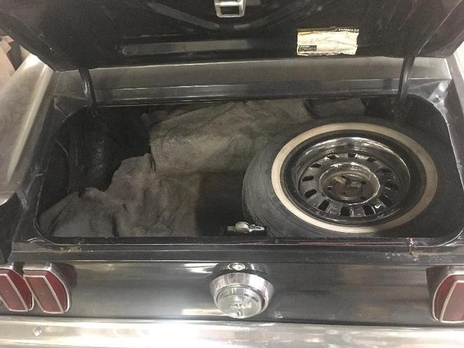'Ngua hoang' Ford Mustang phu bui 39 nam trong garage hinh anh 9
