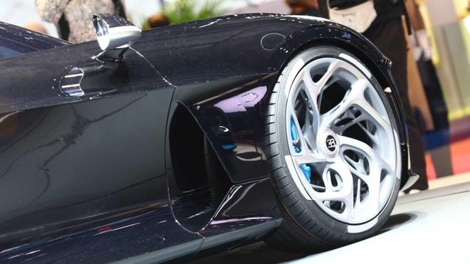 Sieu xe 18 trieu USD cua Bugatti hoa ra chi la xe mo hinh! hinh anh 1