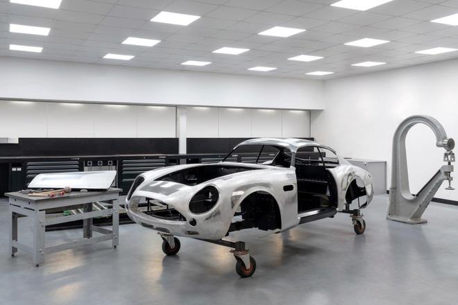 Aston Martin san xuat thu cong 19 sieu xe DB4 GT Zagato Continuation hinh anh 6