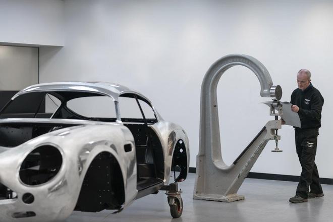 Aston Martin san xuat thu cong 19 sieu xe DB4 GT Zagato Continuation hinh anh 2
