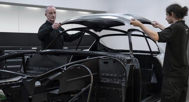 Aston Martin san xuat thu cong 19 sieu xe DB4 GT Zagato Continuation hinh anh 1
