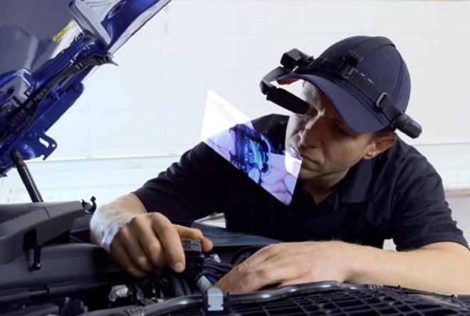 Kính thông minh cho kỹ thuật viên giúp sửa xe BMW nhanh hơn