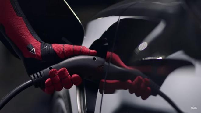 Sieu xe cua Audi sanh doi cung Spider-Man trong bom tan sap chieu hinh anh 2