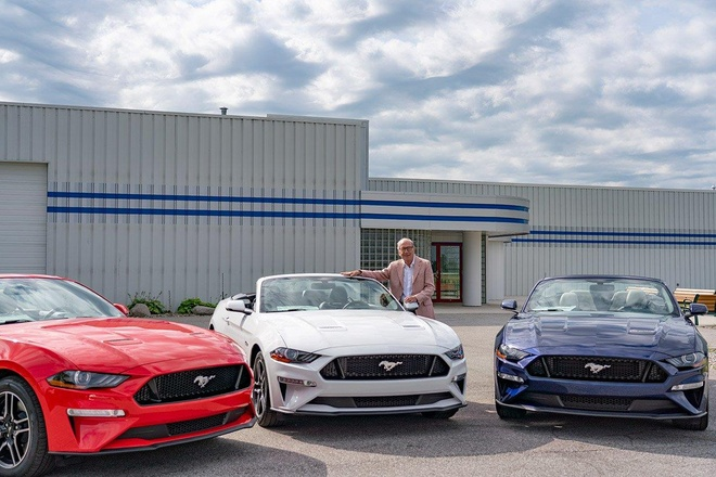 Sinh nhat 80 tuoi, cu ong 'choi lon' tang Ford Mustang GT cho cac con hinh anh 1
