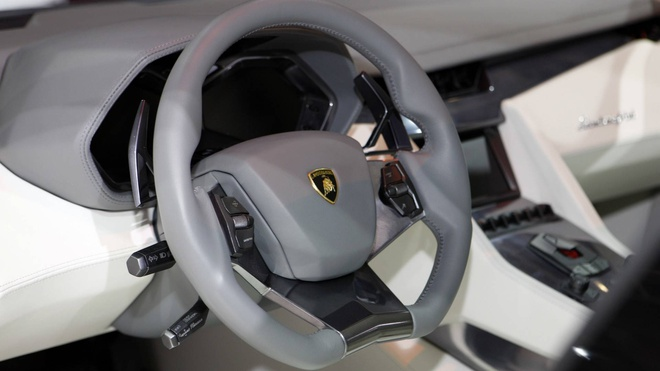 sedan 4 cua cua Lamborghini anh 3