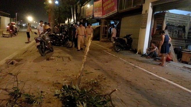 Xe tong thung tuong nha dan trong dem khuya hinh anh 1 Hiện trường xảy ra vụ tai nạn.