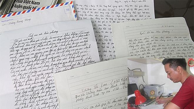Nhung la thu tay tu Hoang Sa hinh anh 1 Những cánh thư gửi về từ Hoàng Sa của anh em cảnh sát biển * Ảnh nhỏ: thượng úy Đỗ Vũ Hiệp viết thư gửi về gia đình.