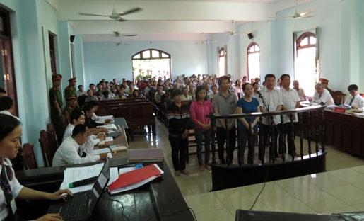 Sieu lua 'Hue taxi' bay hang loat ca nhan, ngan hang hinh anh 1 Phiên tòa triệu tập 300 người có nghĩa vụ liên quan.