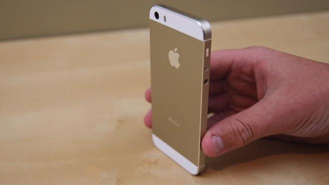 Giat iPhone 5S Gold ve dua cho con trai di cam co hinh anh
