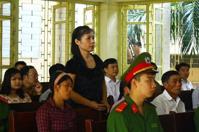 Nhân chứng Nguyễn Thị Thu Hà tại tòa. Ảnh: MĐ.