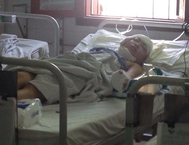 Tu van sau khi chem nguoi than lien tiep hinh anh 1 Nạn nhân Bùi Thị Huệ Chi (24 tuổi) vẫn đang nằm viện cấp cứu  trong tình trạng sức khỏe yếu.