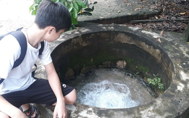 Ky la 'gieng' phun trao nuoc quanh nam hinh anh