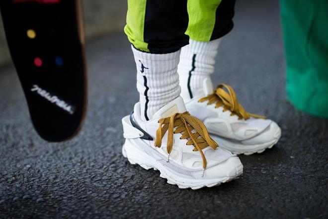 Nhung mau sneaker an tuong tai Tokyo Fashion Week thu dong 2017 hinh anh 1