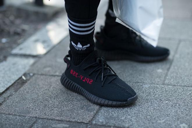 Nhung mau sneaker an tuong tai Tokyo Fashion Week thu dong 2017 hinh anh 7