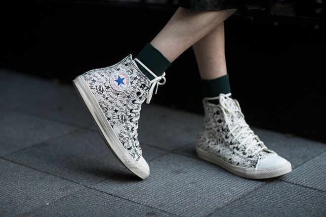 Nhung mau sneaker an tuong tai Tokyo Fashion Week thu dong 2017 hinh anh 9