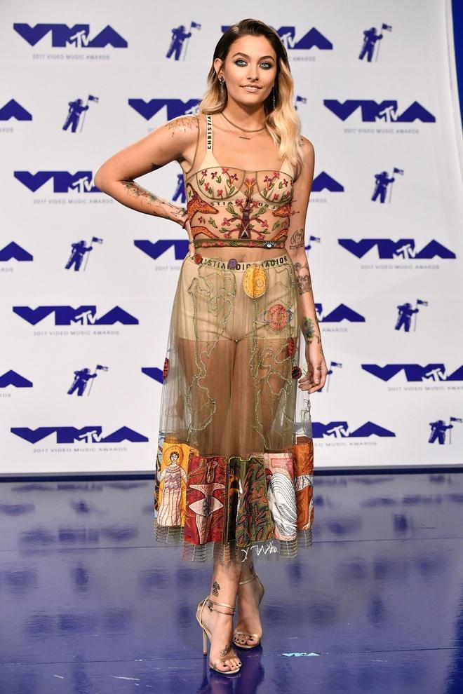 Nhung bo canh long lay va tham hoa tai MTV VMAs 2017 hinh anh 4