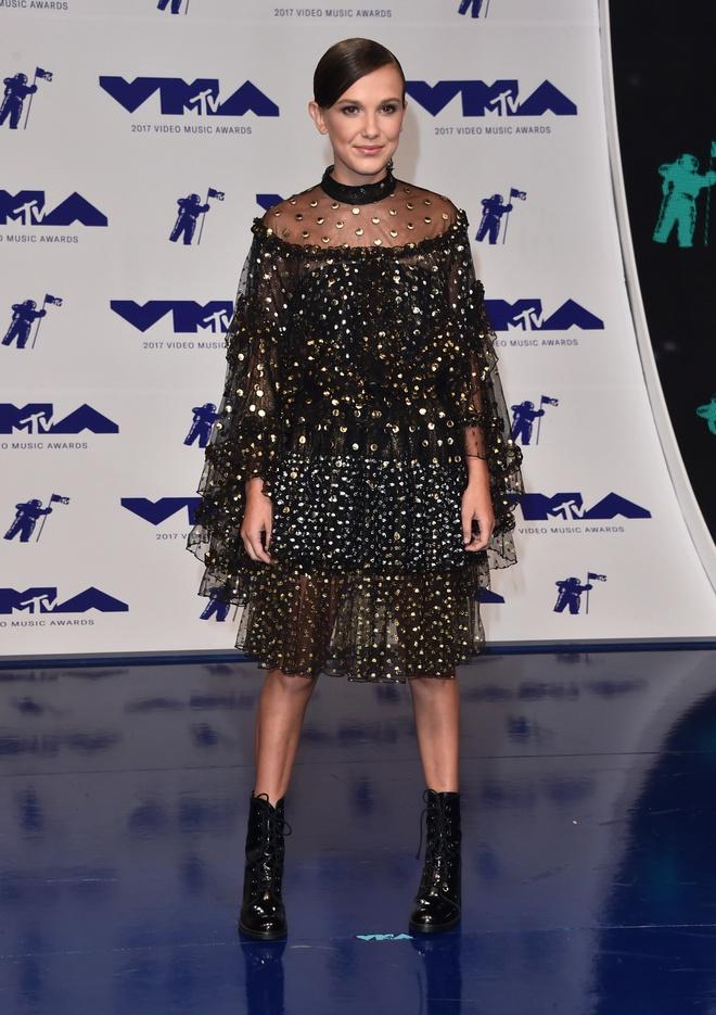 Nhung bo canh long lay va tham hoa tai MTV VMAs 2017 hinh anh 2