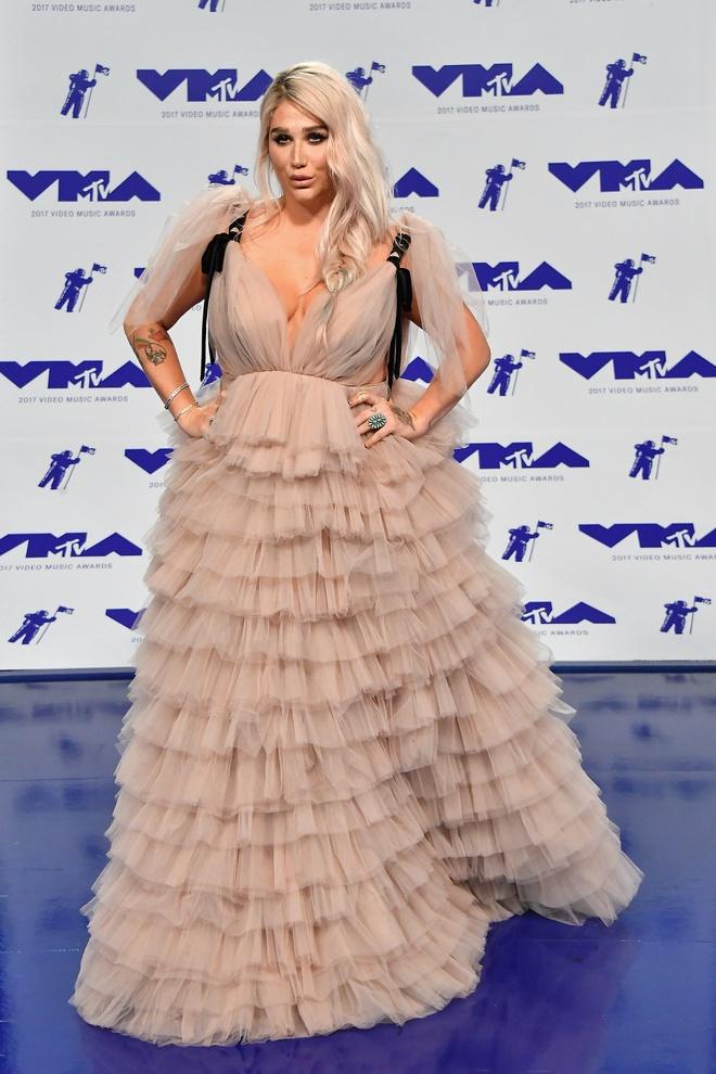 Nhung bo canh long lay va tham hoa tai MTV VMAs 2017 hinh anh 10