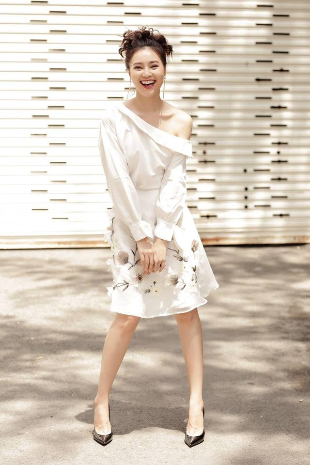 Lan Khue, Angela Phuong Trinh dien dam xuong pho tuan qua hinh anh 4