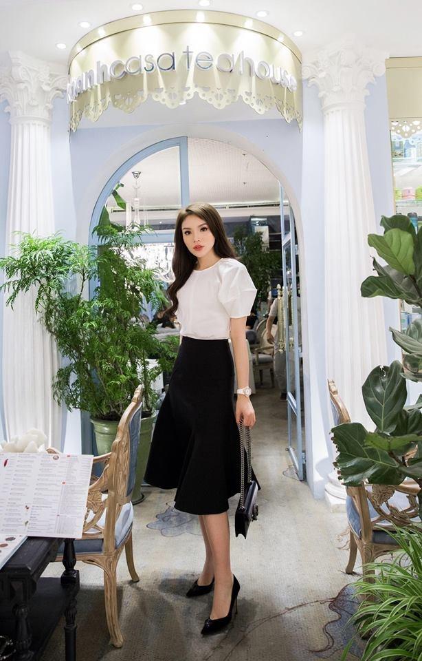 Lan Khue, Angela Phuong Trinh dien dam xuong pho tuan qua hinh anh 5