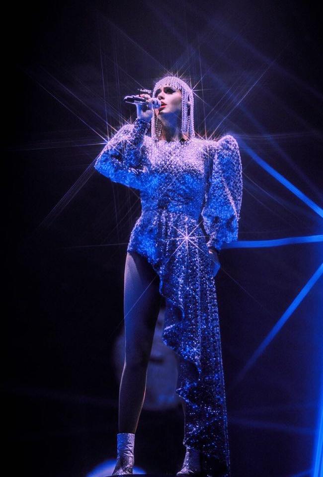 Katy Perry chon trang phuc cua NTK Cong Tri khi luu dien hinh anh 2