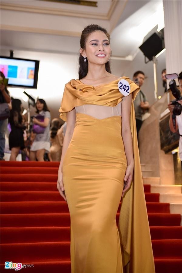 Angela Phuong Trinh, Maya mac loi trang phuc tuan qua hinh anh 5