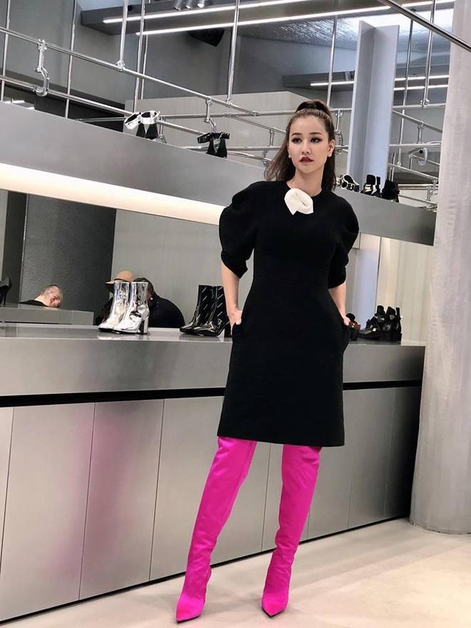 Angela Phuong Trinh, Maya mac loi trang phuc tuan qua hinh anh 1