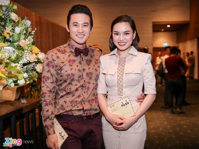 Angela Phuong Trinh, Maya mac loi trang phuc tuan qua hinh anh 6