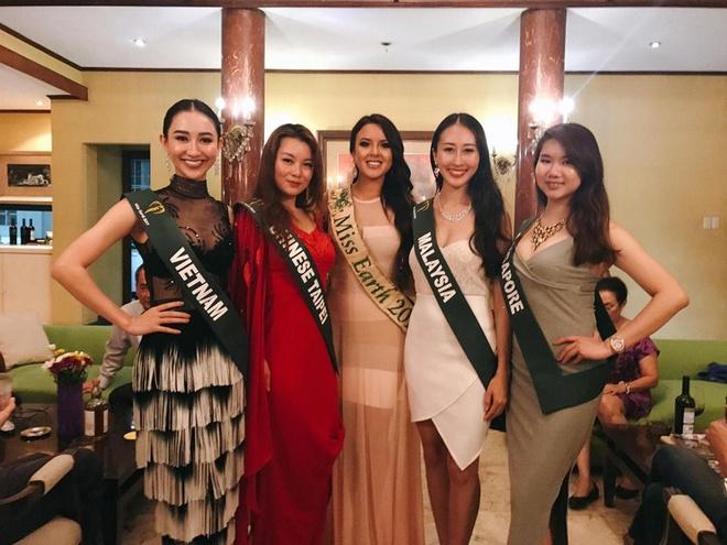 Ha Thu lot top 10 thi sinh duoc yeu thich nhat Hoa hau Trai dat 2017 hinh anh 2