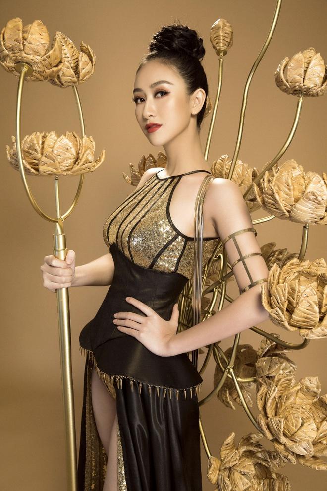 Trang phuc truyen thong cua Ha Thu anh 2