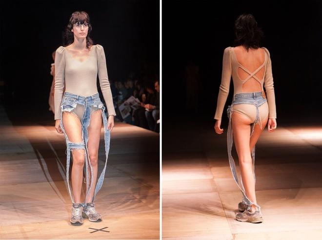 Bat ngo voi chiec quan jeans doc dao tren san runway anh 1